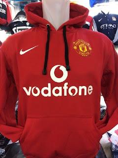 Gambar detail jaket retro amanchester united Jaket Manchester United warna merah Vodafone terbaru kualitas grade ori di enkosa sport