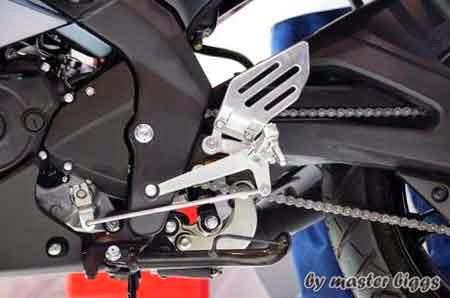 Footstep Yamaha R15