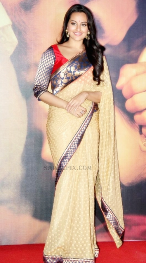 Sonakshi-sinha-saree-Lootera-music-launch