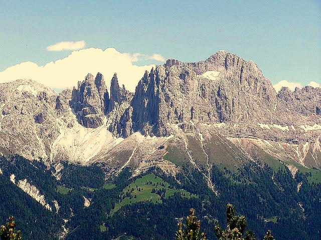 File:Rosengarten (Berg).jpg