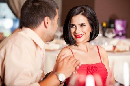 اكتشفى علامات حب الرجل لك - لقاء عاطفى غرامى عشاء مطعم موعد