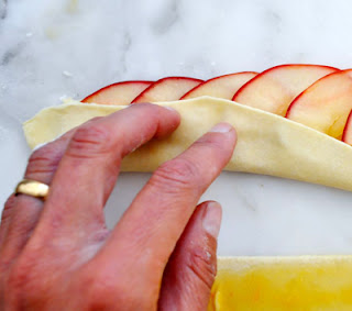 Apple Cake in Rose Shape (Bánh Táo Hoa Hồng) 2