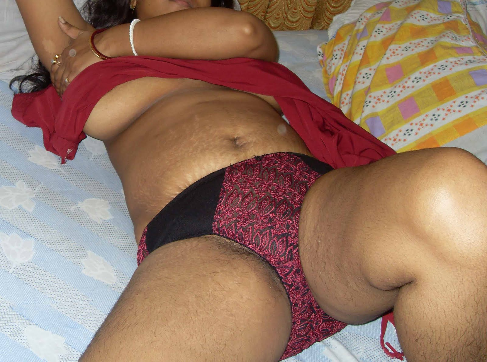 Desi busty aunty posing in different Bra Panty showing ...