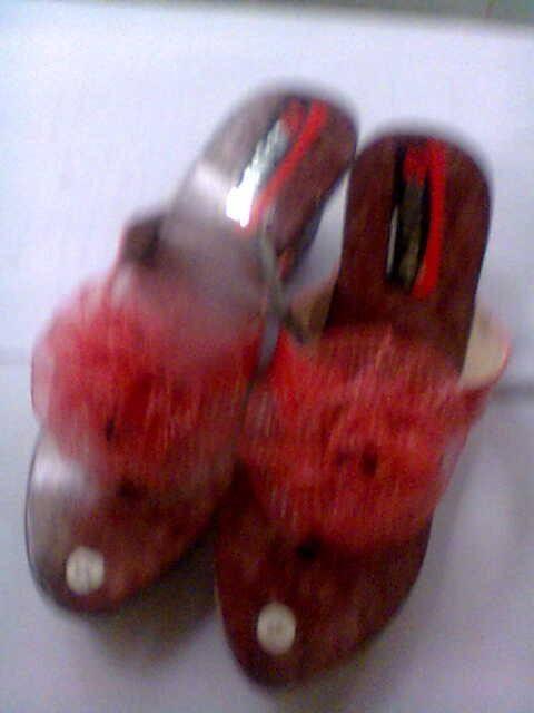 sandal kayu wanita