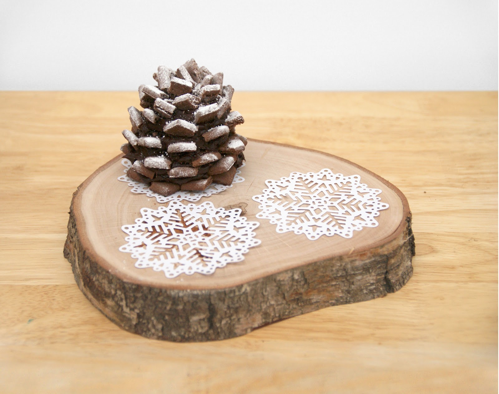 Christmas Pine Cone Cakes | A Blackbird's Epiphany - UK Women's ...