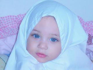 ما أجمل عيون هذه الطفلة ..الله يحفظها