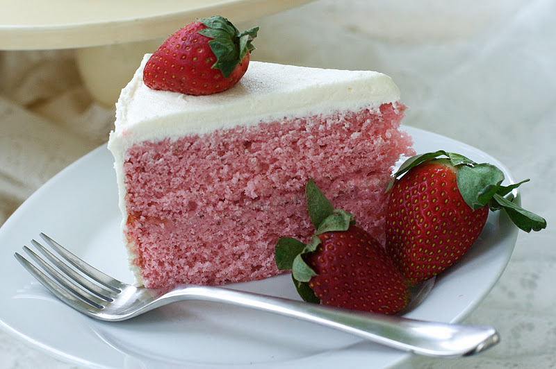 Fresh Strawberry Cake with Cream Cheese Swiss Meringue Buttercream ...
