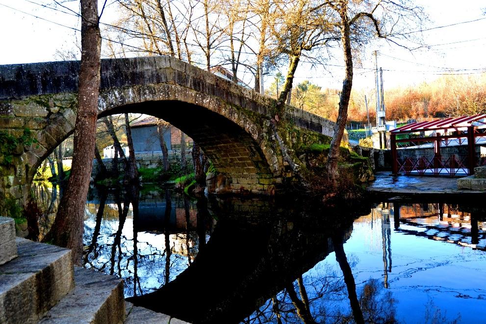 Gu a de monumentos de un trotamundos stopover puente romano de ba os de molgas - Banos de molgas ...