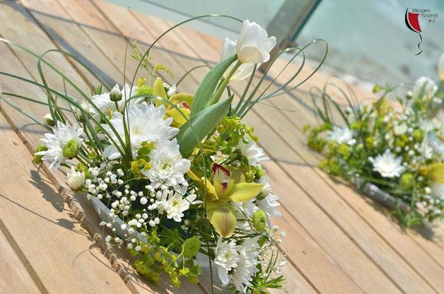 цветна аранжировка от хризантеми еустоми и рози