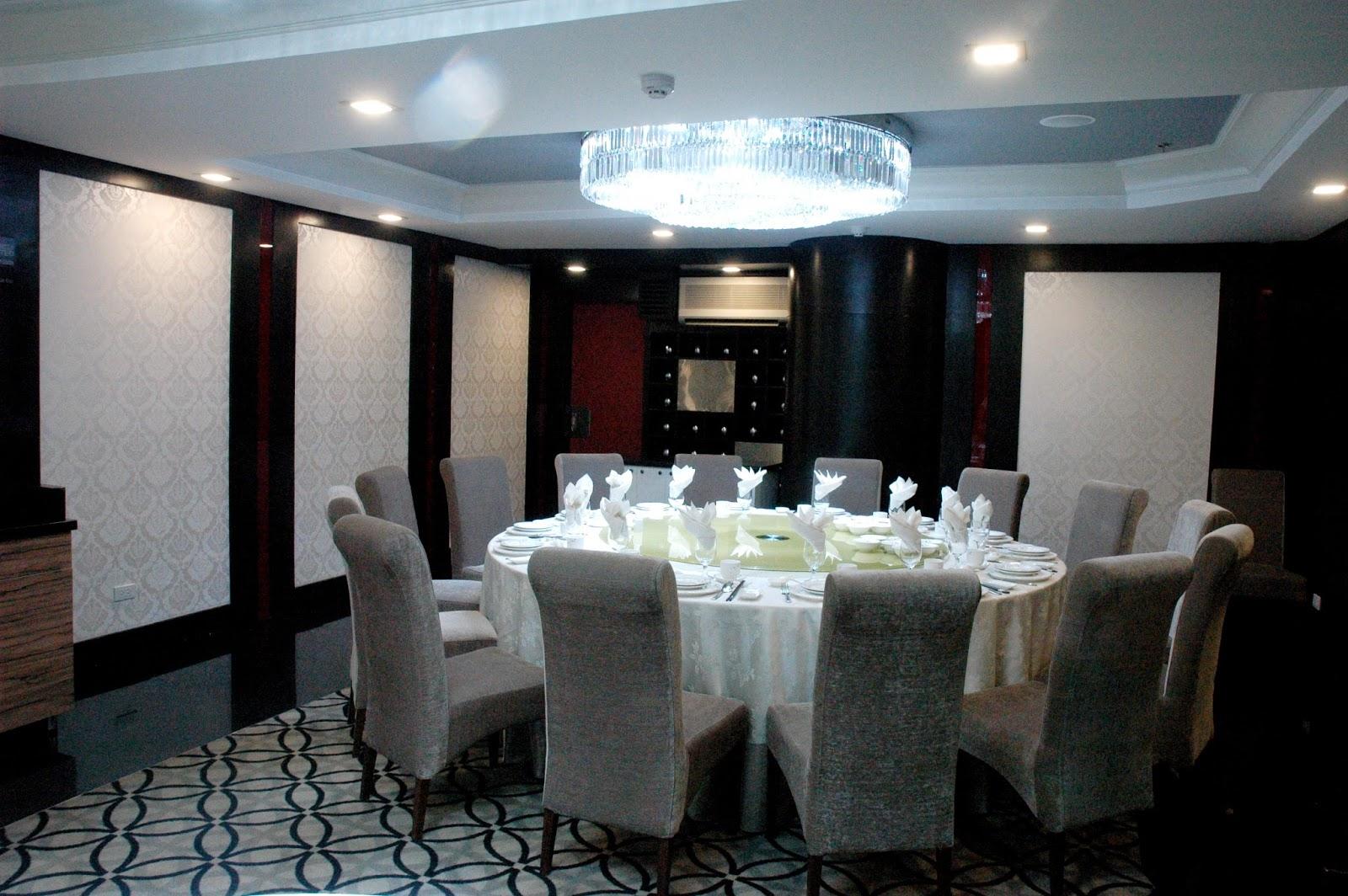 DUDE FOR FOOD: Amazed at Gloria Maris Shark's Fin Restaurant Banquette Gloria on