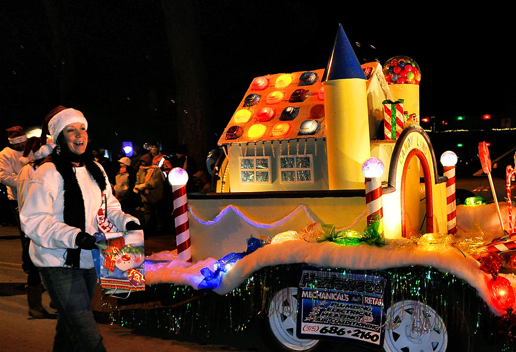the clayton dive clubs float - Clayton Christmas Parade