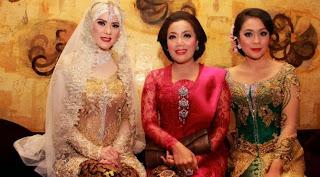 Model Kebaya Pengantin Muslim Amy Atmanto Artis Angel Lelga