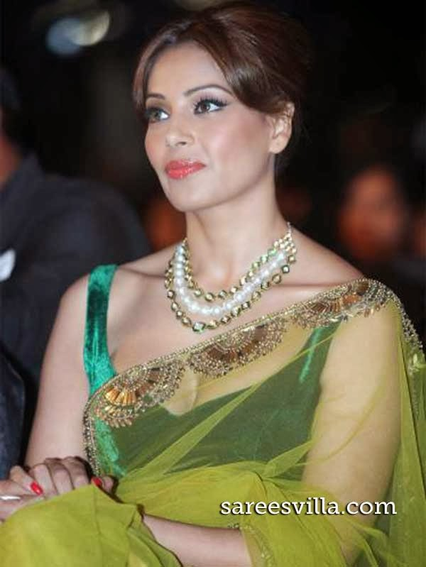 Bipasha Basu Sleeveless Blouse