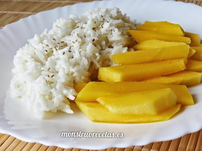 Arroz con leche de coco y mango. Receta de Tailandia