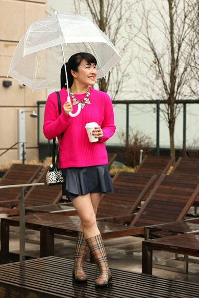 Forever 21 hot pink fireside cable knit sweater  with Zara navy blue poplin mini skirt