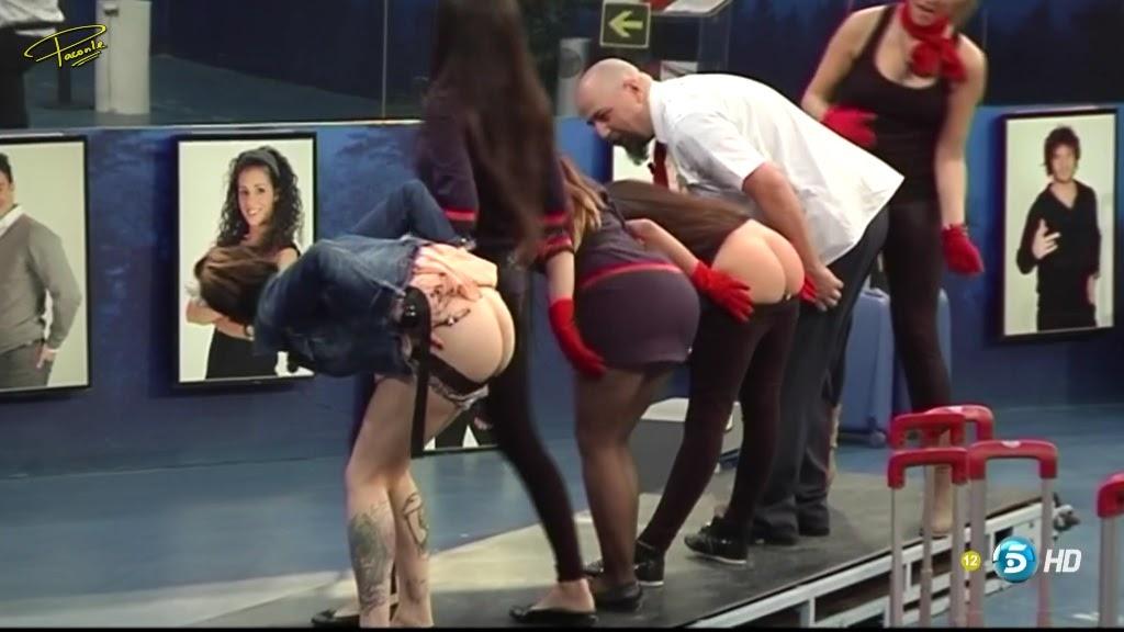 Dejando el culito bien rojo a unas perras - pornolococom