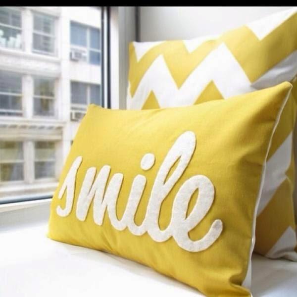 żółta poduszka