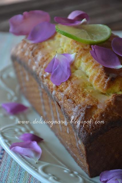plum-cake allo sciroppo di rose e lime