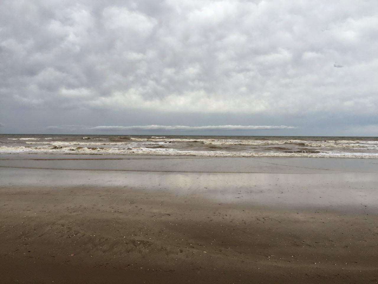 Mar de Ajo - braunes Meer und Regen