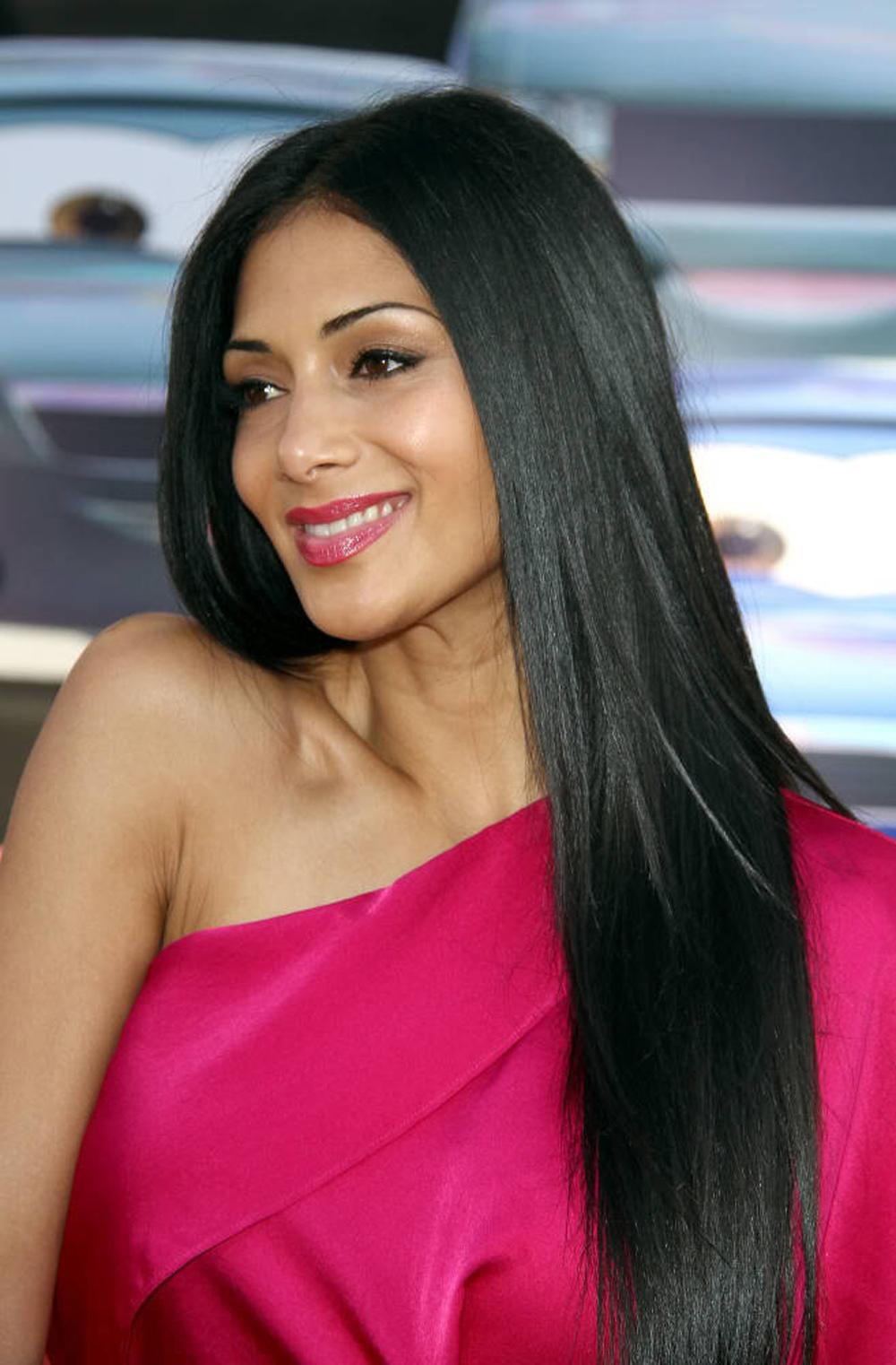 Nicole Scherzinger Long Straight Hairstyles 09
