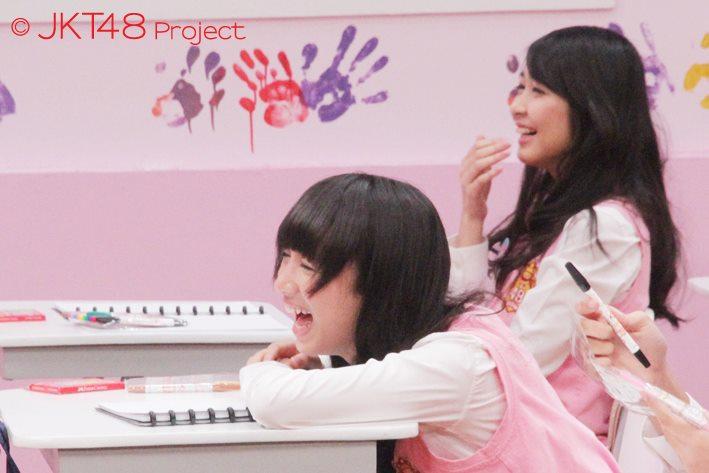 achan dan mova pada JKT48 School episode 8