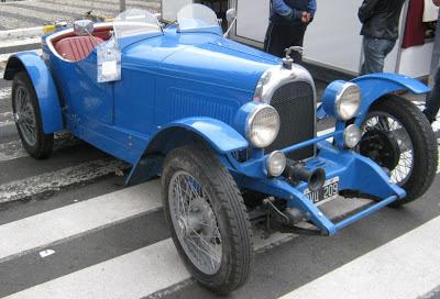 Este Whippet Overland 1926 é emplacado na Argentina. Consta que seu proprietário veio guiando o carro. Será?