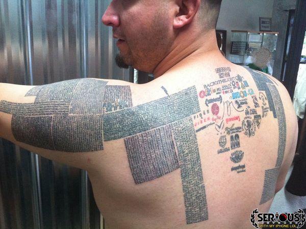 رجل يقوم بوشم 10 آلاف عنوان موقع إنترنت على جسمه