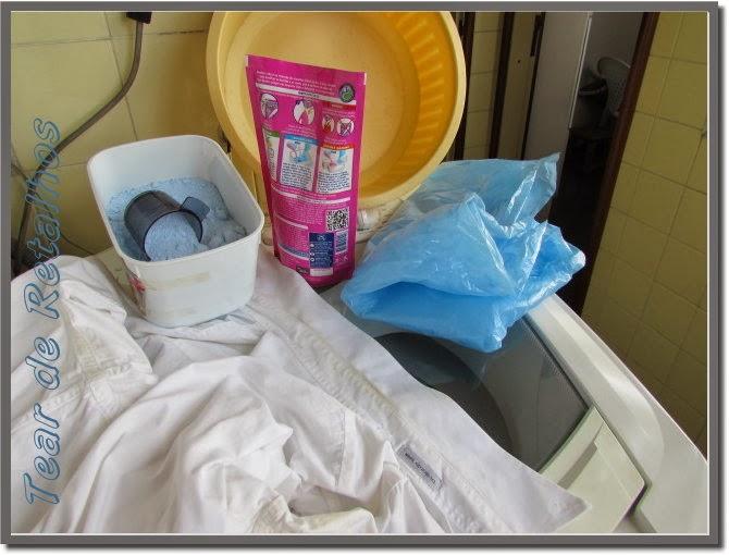 Materiais necessários para desencardir roupas brancas.