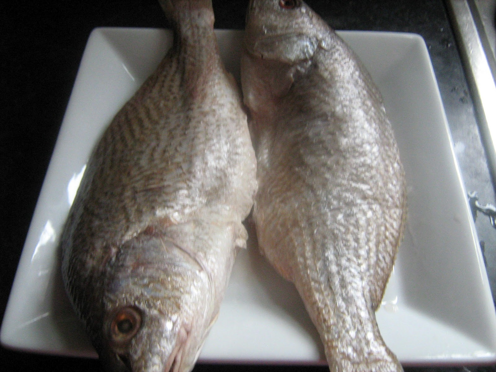 Lam bassa 39 a poisson fris gari plantains fris fried for Fish n gari