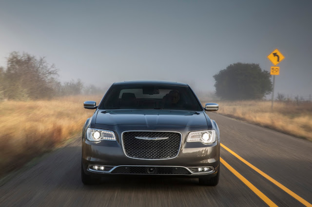 2015 Chrysler 300C Platinum front view