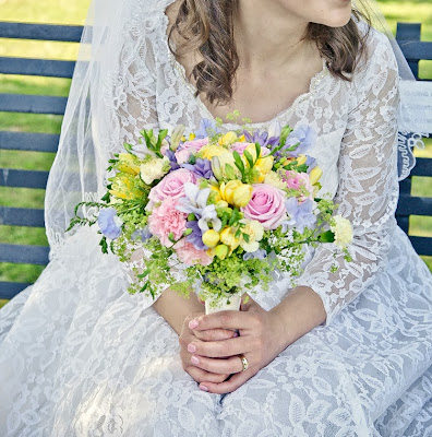 HVB vintage wedding blog, Real Vintage Brides feature - Susie in full length 1960s lace wedding dress