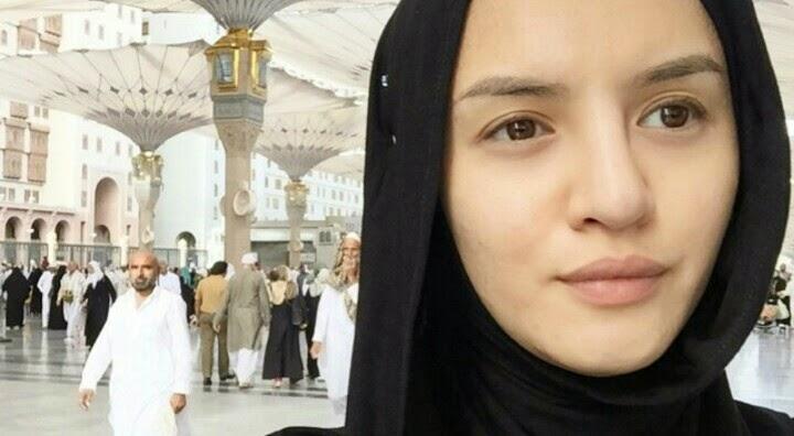 5 Gambar Hanez Suraya Mengerjakan Umrah