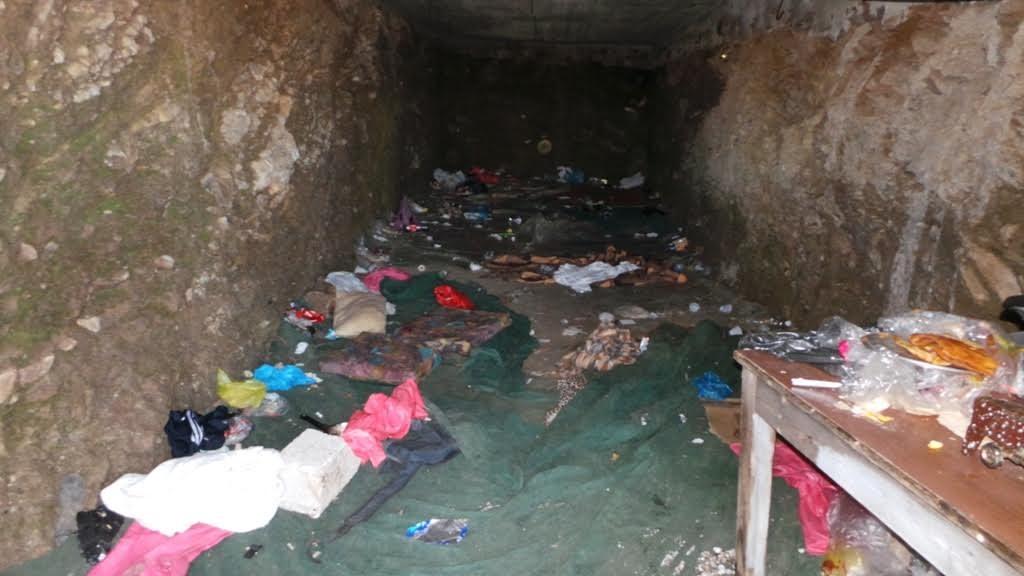 Οι Κρητικαροι βρηκαν ευκαιρία για κονομά!Μέσα σε σπηλιές και στάνες κρατούσαν 93 λαθρομετανάστες !