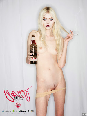 taylor momsen orgi118 rated Taylor Momsen Nude Possing her Small Tits & Pussy Fake