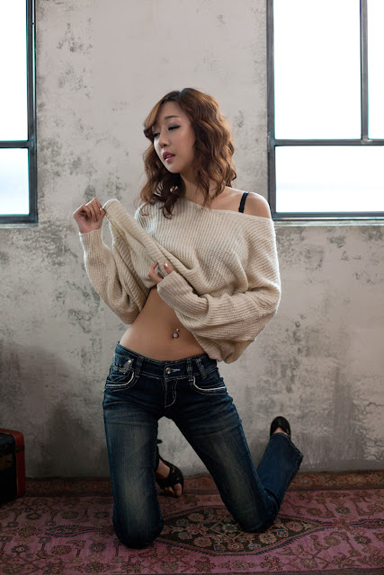 Yee Ah Rin Sexy in White Top and Jeans