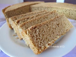 pane con farina 0 e di segale