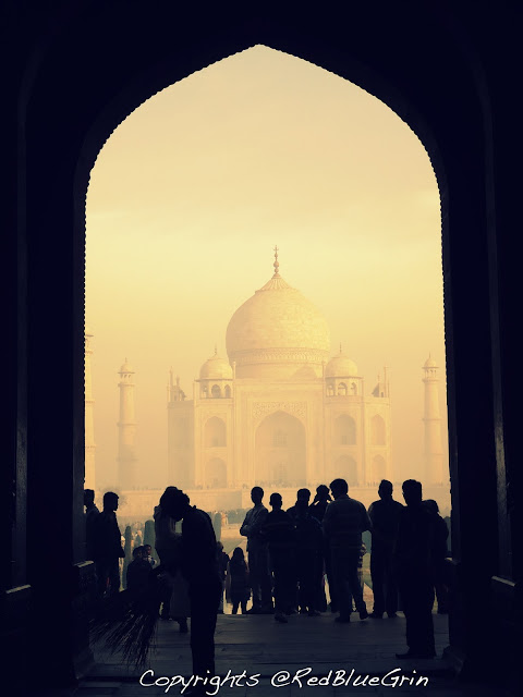 A view of Taj Mahal from front gate