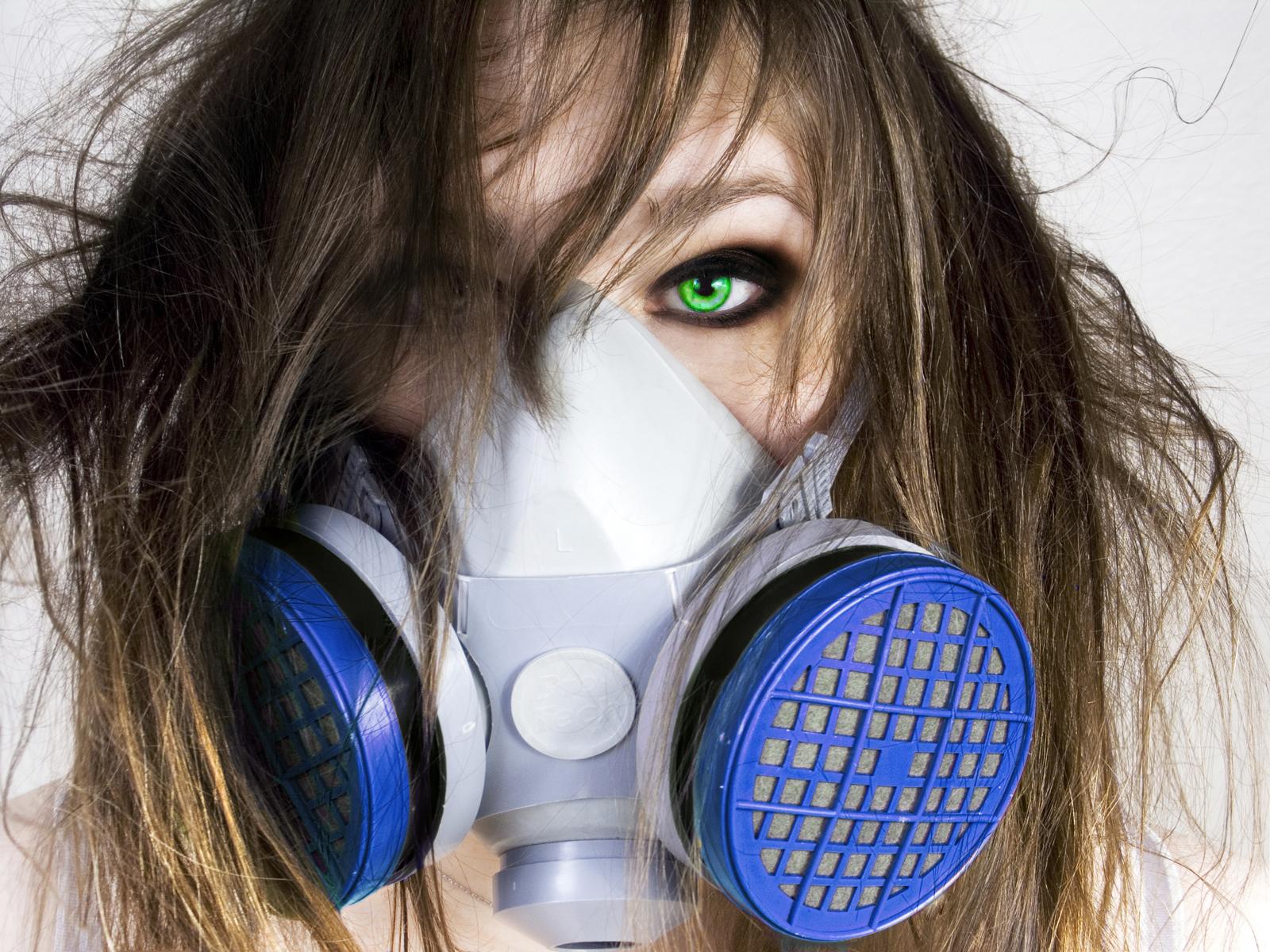 http://4.bp.blogspot.com/-EYFfugrCD2Q/Tgz1qpvgrHI/AAAAAAAAIGU/L369iQ0wfxA/s1600/girl+green+eyes+gasmask+hd+wallpaper.jpg