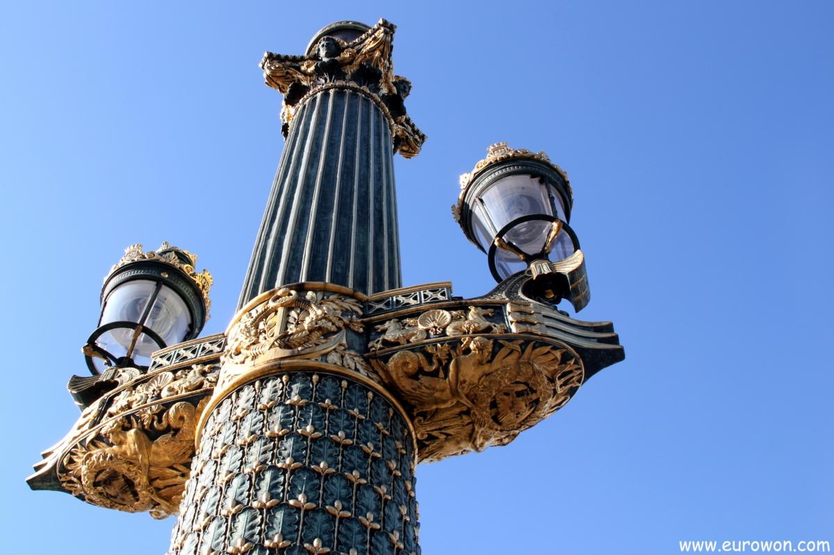 Farola de la plaza de la Concordia en la capital de Francia