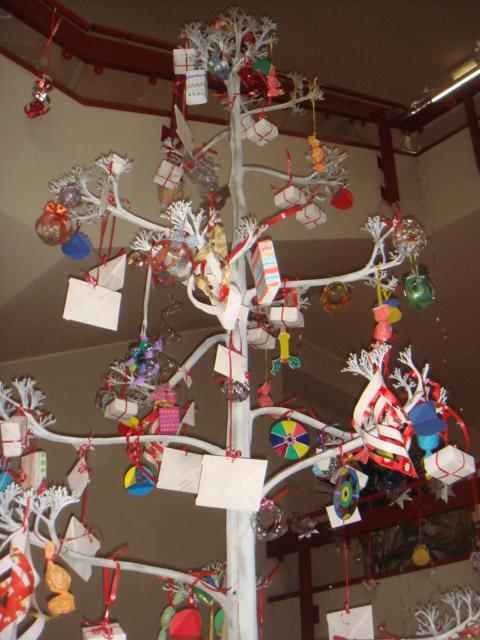 Sanremo buongiorno addobbi natalizi speciali per il for Addobbi natalizi scuola primaria