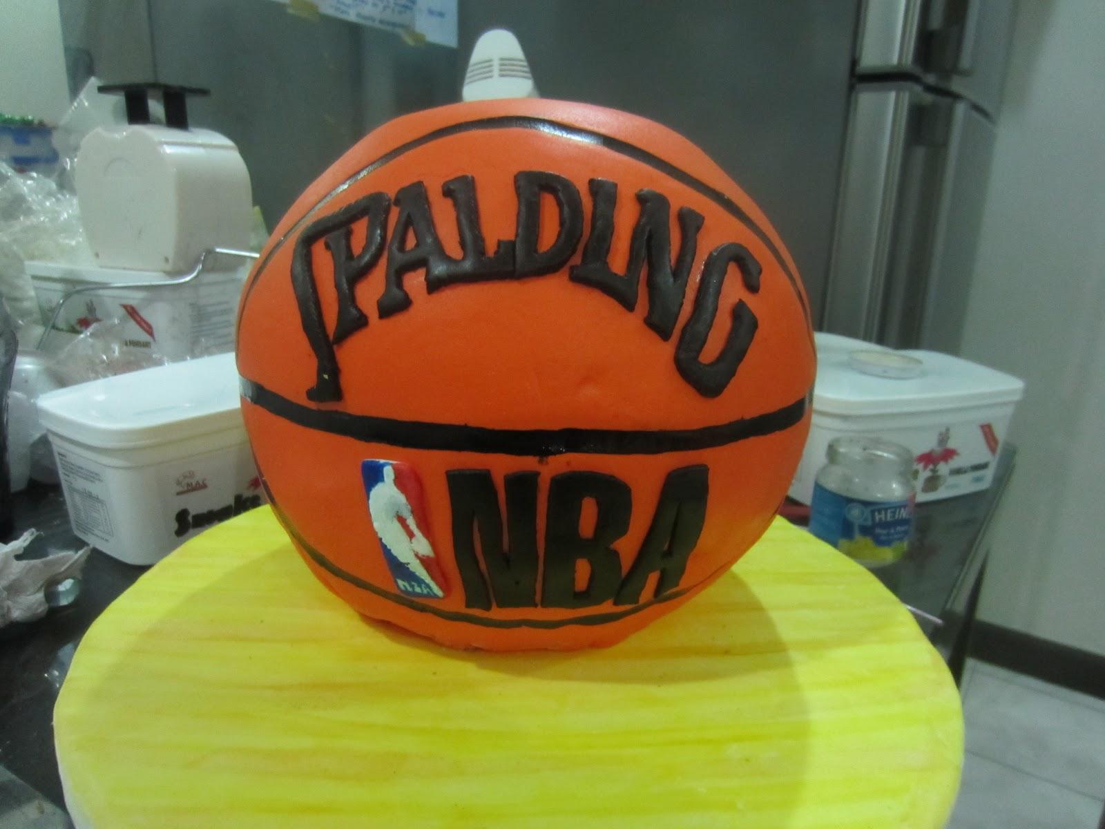 make a basketball cake
