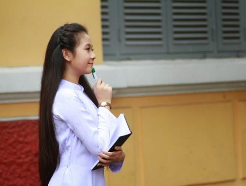 Diễn viên nhí Tam Triều Dâng xinh xắn với áo dài 11