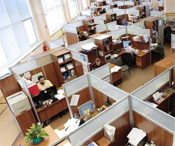 tips agar tidak cepat lelah di meja kerja untuk karyawan kantoran