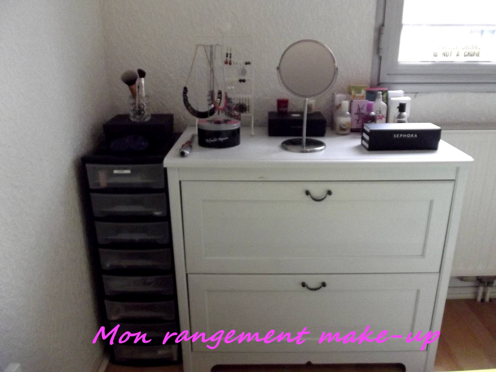 laure a un blog mon rangement make up. Black Bedroom Furniture Sets. Home Design Ideas