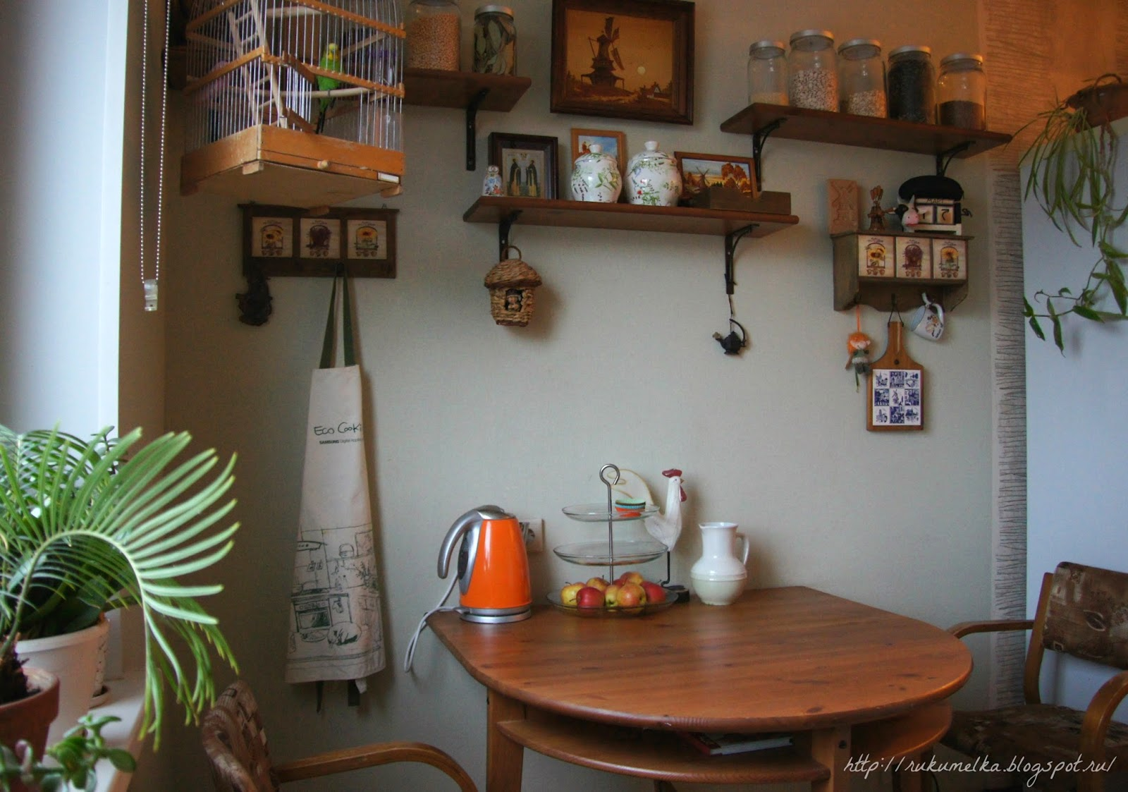 Полки на кухню над обеденным столом своими руками фото