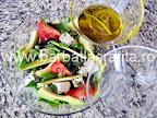 Salata cu avocado si dressing din ulei de masline si zeama de lamaie preparare reteta