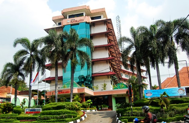 Hotel Pangrango 2 Tampak Depan
