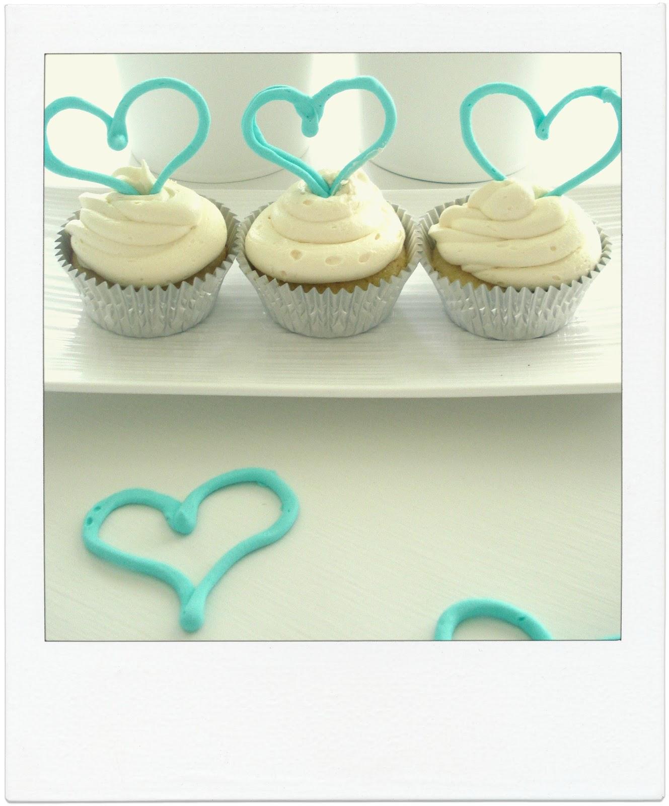 sweetpeaandivy: Cute Turquoise Heart Cupcakes