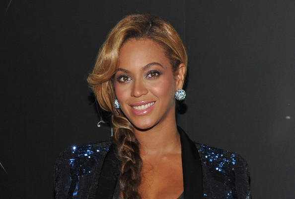 Watch Beyoncé's 'Countdown' and Its Spot-on Snuggie Remake » Gossip | Beyoncé Knowles