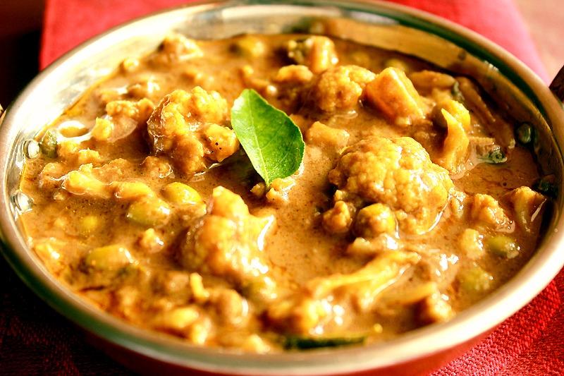 Rinku's Kitchen Treats: Cauliflower and Peas Masala Kerala Style